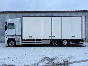 RENAULT MAGNUM 520.26 box truck